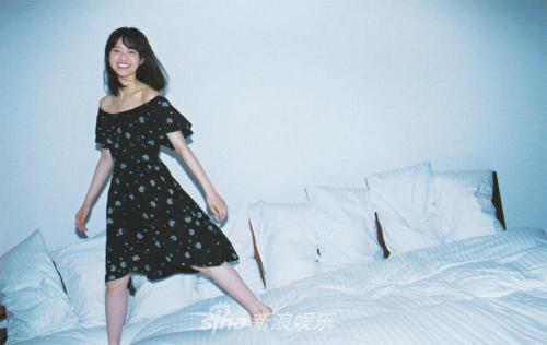 组图:西野七濑床上拍写真玩性大发 小露香肩诱惑十足