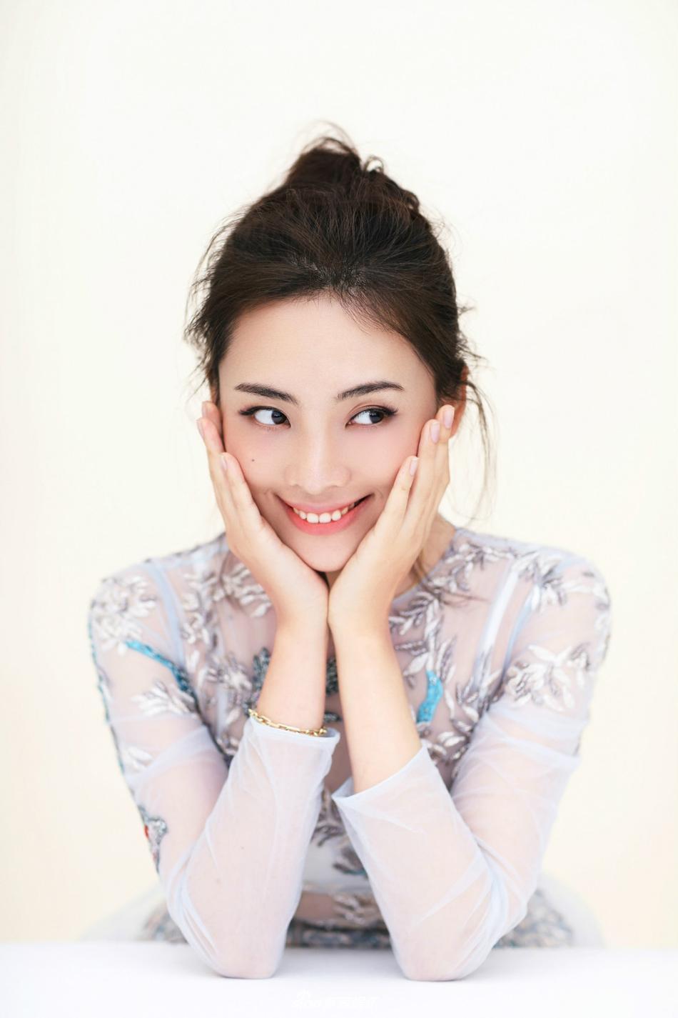 组图:《绝密543》陈维涵曝清新写真 白裙造型优雅迷人
