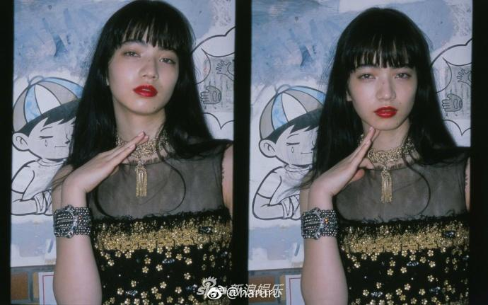 组图:日女星小松菜奈街头拍写真 光影人生时尚搞怪