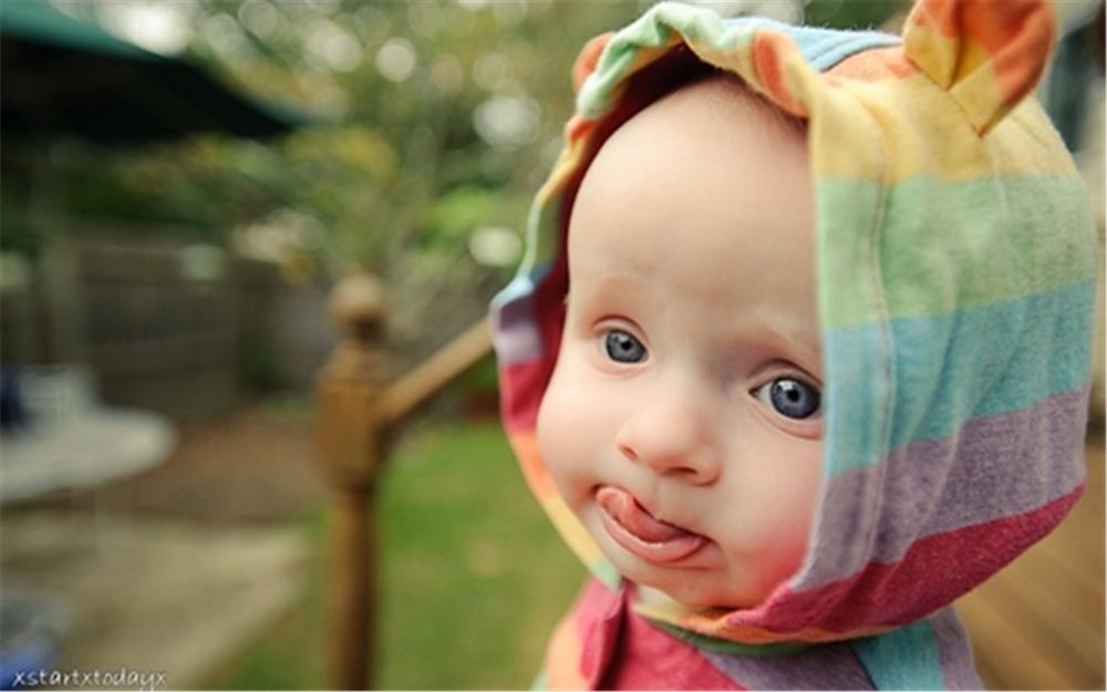 唯美可爱的孩子的笑脸高清电脑壁纸下载