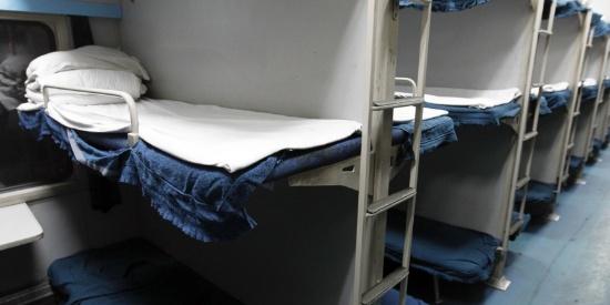 乘坐火车卧铺时,你遇到过哪些好玩的事儿?这几张图,你喜欢哪张