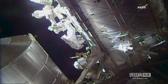 国际空间站两名宇航员太空行走 更换冷却箱