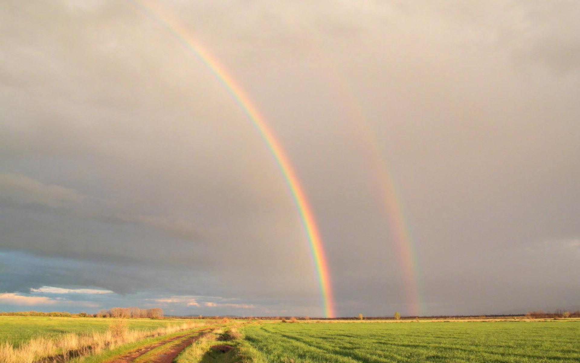 唯美七色彩虹风景图片桌面壁纸