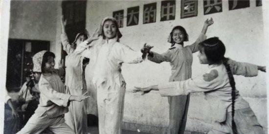 老照片:北京女知青们不一样的芳华