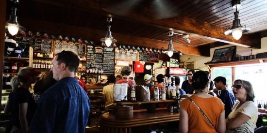 装饰华丽的酒吧图片