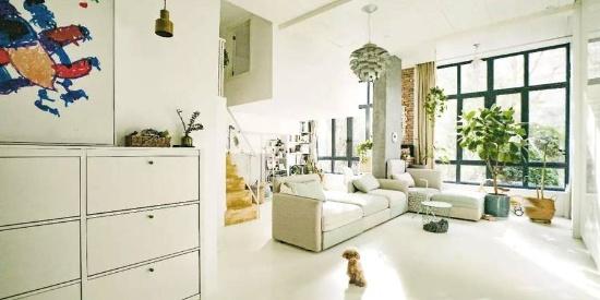 全小区最渣房型,被她改成超美双层别墅