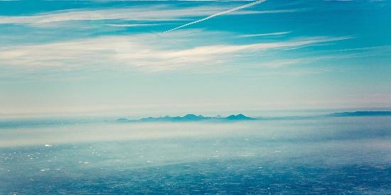 静谧蓝天白云风景桌面壁纸