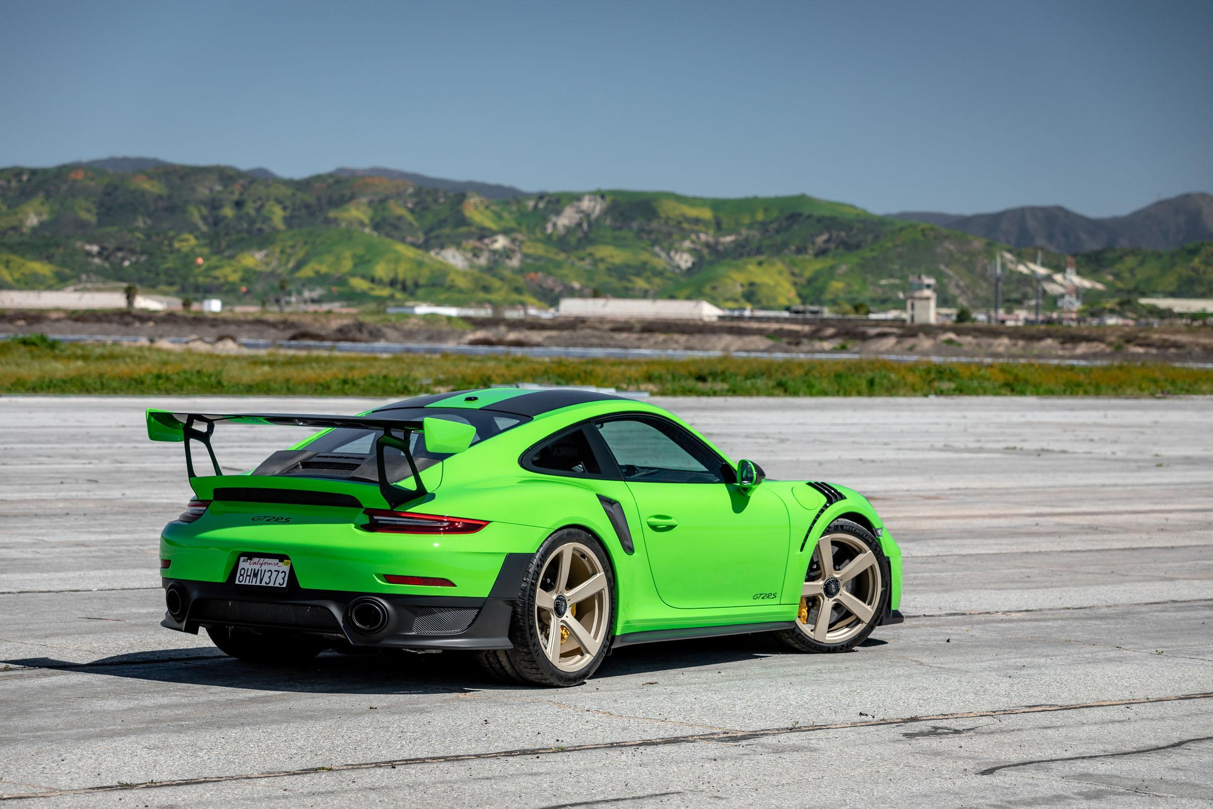 Porsche 911 GT2 RS (分辨率:2400)