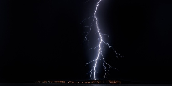 空中的闪电图片