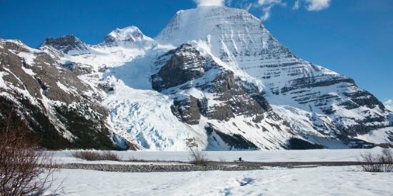 巍峨秀丽的雪山图片