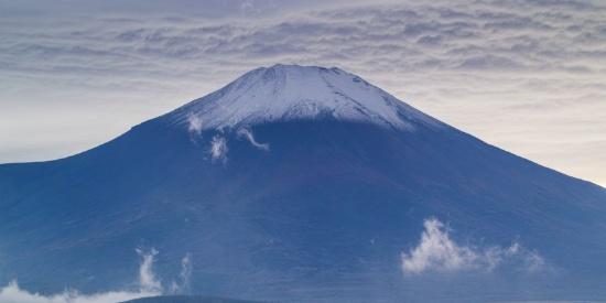 有积雪的富士山图片
