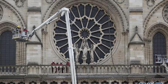 千年建筑遭遇火灾 巴黎圣母院大火已扑灭