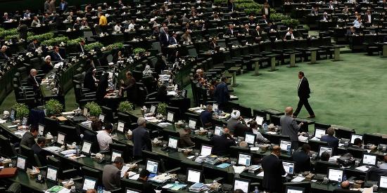 """伊朗议会通过法案 将中东美军列为""""恐怖分子"""""""