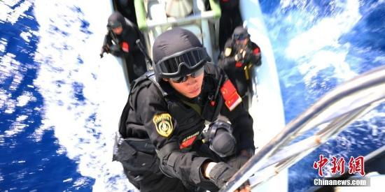 海军第32批护航编队航渡途中开展针对性训练