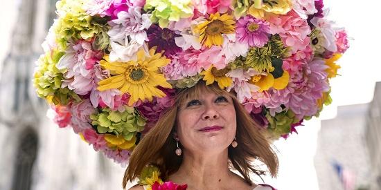 纽约举行复活节大游行 民众盛装狂欢上演疯狂帽子秀
