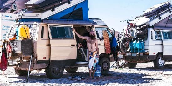 美夫妻卖财产开车旅行 过无塑料零浪费生活