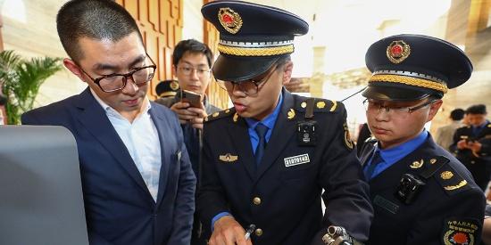 上海对多个未落实垃圾分类要求的商家开出现金罚单
