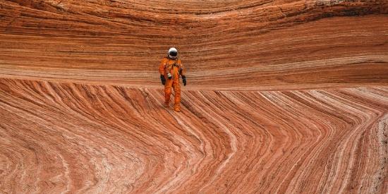 美国小伙航拍西部荒芜土地 仿佛火星表面