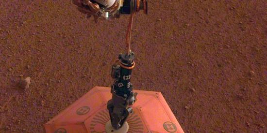 """NASA火星探测器首次探测到""""火星震"""""""