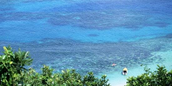 清澈的蓝色海水图片电脑壁纸