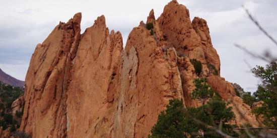 红色的岩石图片