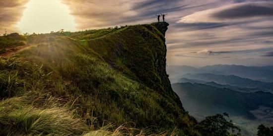 陡峭的悬崖图片