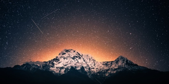 夜空中的流星图片