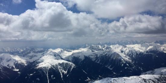 巍峨雄壮的阿尔卑斯雪山图片