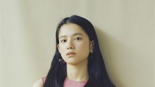 张婧仪 复古少女风解锁新风格-新华网