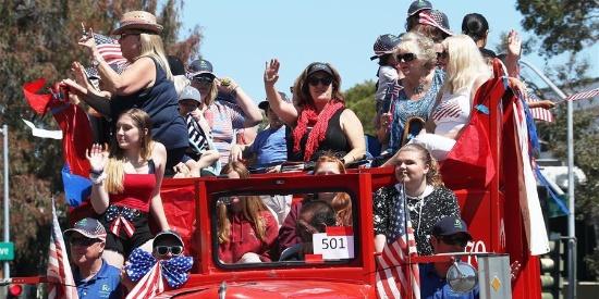美国旧金山湾区举行独立日庆祝游行