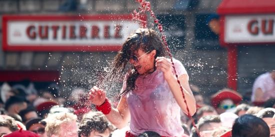 不只是奔牛!西班牙民众启动圣佛明节狂欢