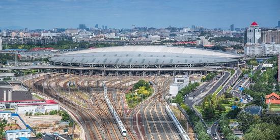 """高铁界的""""金凤凰"""" 时速350公里""""复兴号""""动车组驶出北京南站"""