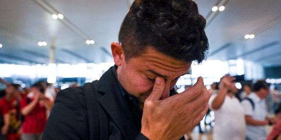上港机场送别埃神 小熊瞬间哭成泪人
