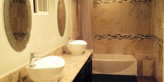 整洁的浴室图片