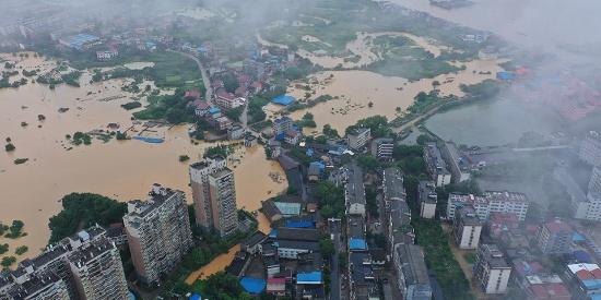 湖南衡东县洣水一处堤坝决堤 造成4村受灾