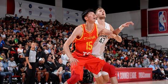 NBA夏季联赛:中国男篮VS雄鹿