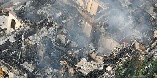 武汉百年老建筑江汉饭店失火 房顶已烧垮暂无人员伤亡