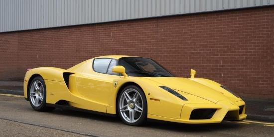 一台黄色的法拉利-恩佐在伦敦出售,里程表12,703公里,预计售价在200万美元左右。