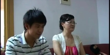 李现19岁采访视频曝光 会吹萨克斯青涩帅气