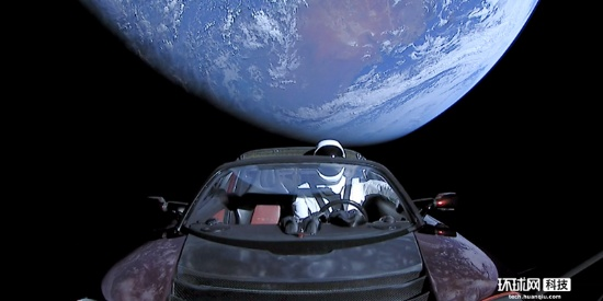 """特斯拉""""太空跑车""""完成第一圈绕日 正向火星靠近"""