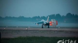 北部战区空军战机开展夜间训练