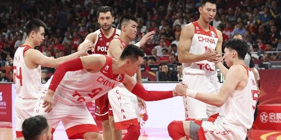 [图]输了但打出血性 中国男篮加时赛遗憾不敌波兰