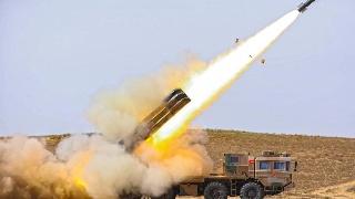 77集团军进行火箭炮实弹射击训练