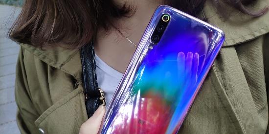 千变万化的小米9全息幻彩紫鉴赏,随手一拍就是一张壁纸!