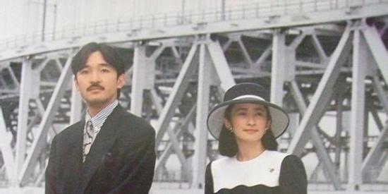 嫁入皇室二十多年,母以子贵成为储君母,纪子妃年轻时的照片