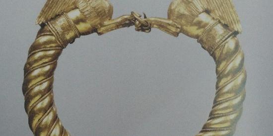 历史古希腊文明带有狮身人面半身像的金手镯