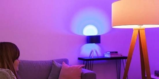 这个有1600万种颜色的灯泡,还能听音乐节奏自动变换灯光颜色