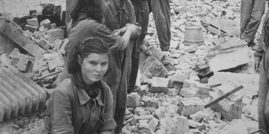 二战时期,几幅暖心和揪心的画面