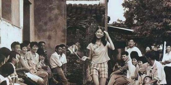80年代老照片:图一为那个年代难得一见的时尚美女