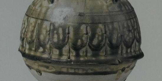 历史文物出土瓷器青釉蒜头瓶